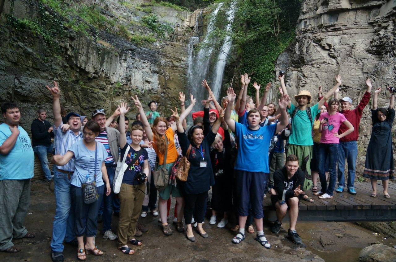 Грузия: у водопада