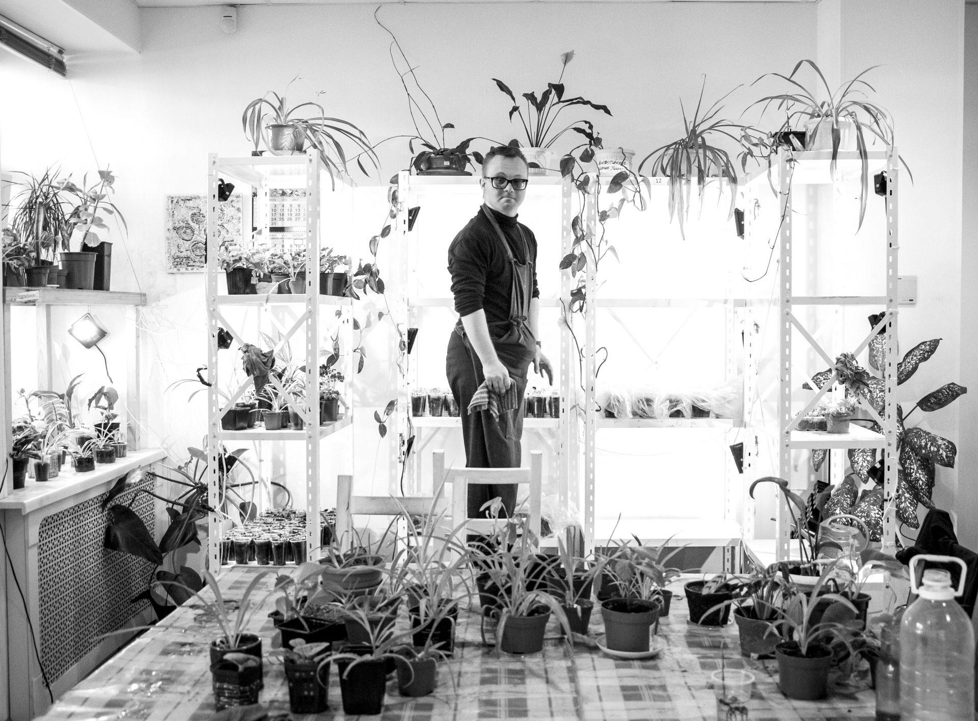 Центр на Невском: Антон в мастерской растениеводства