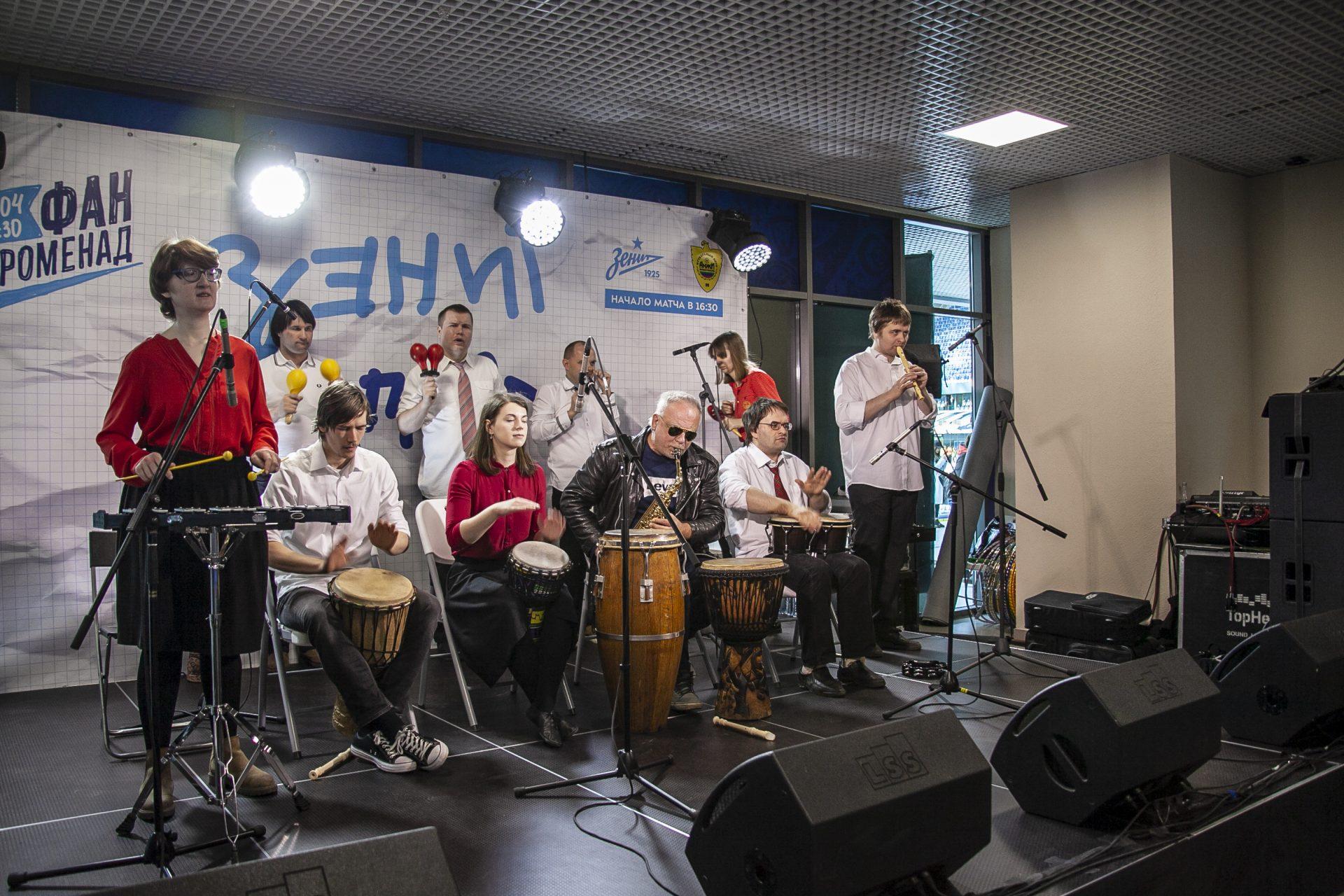 Выступление оркестра «Антон тут рядом» перед матчем