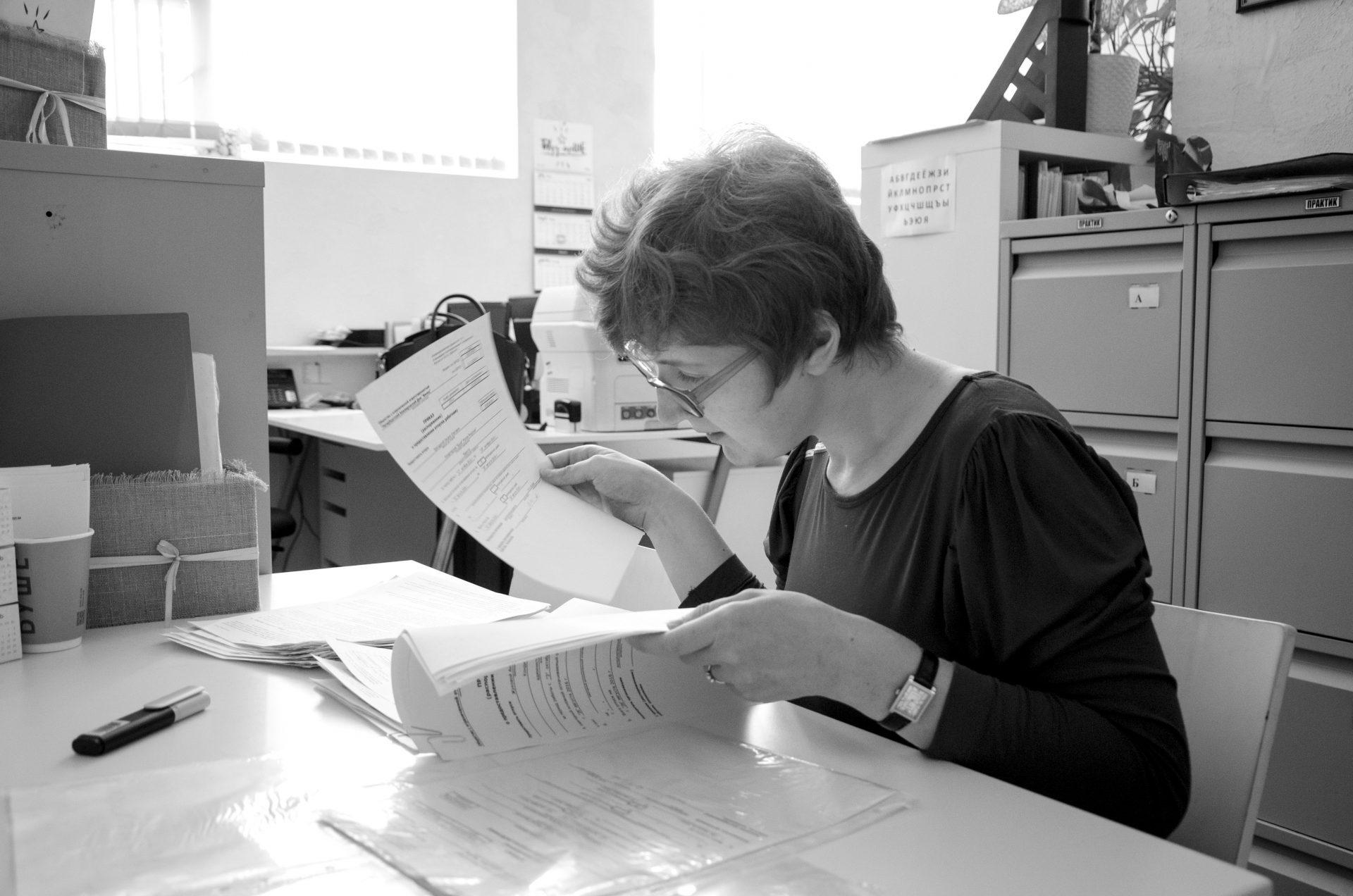 Маша работает с документами