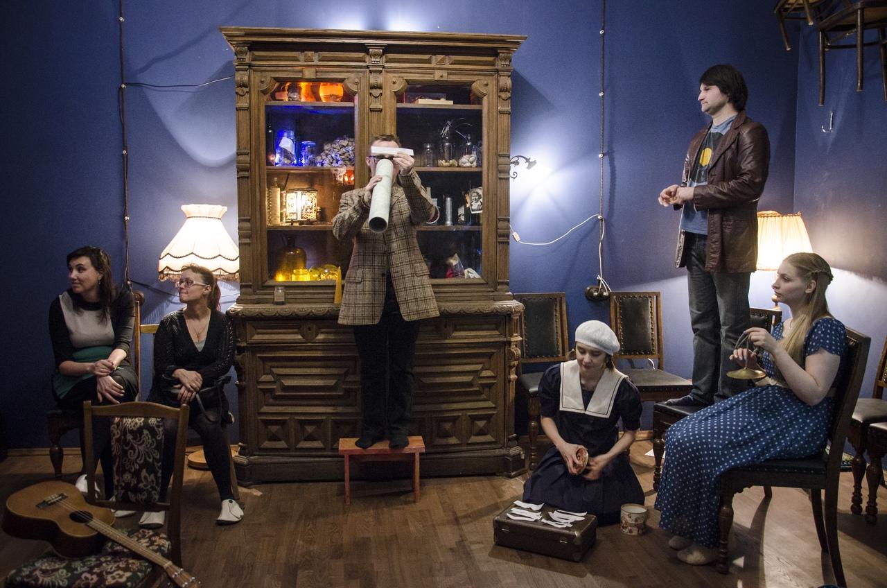 Сцена из спектакля «Разговоры»