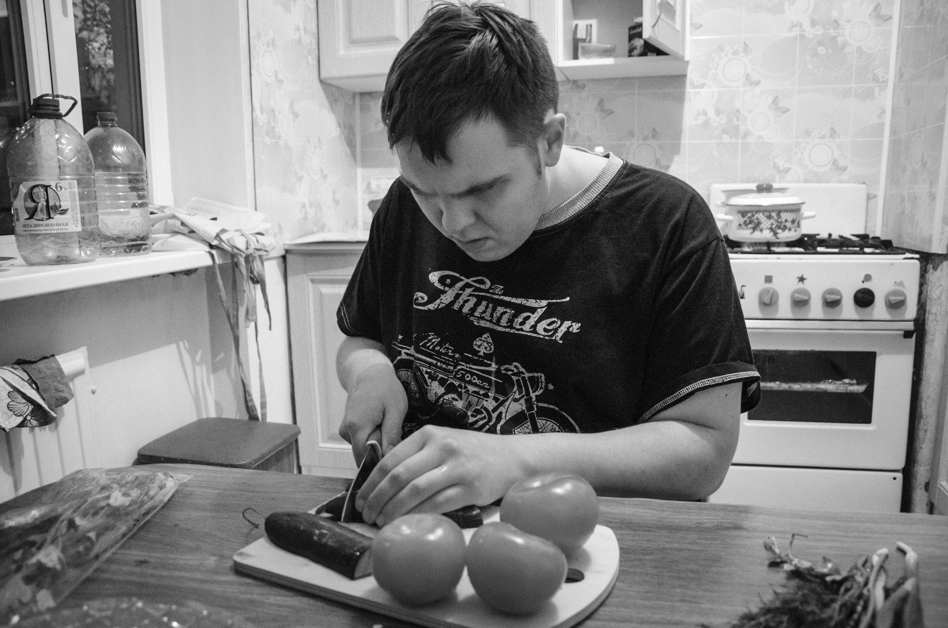 Сопровождаемое проживание: Женя готовит