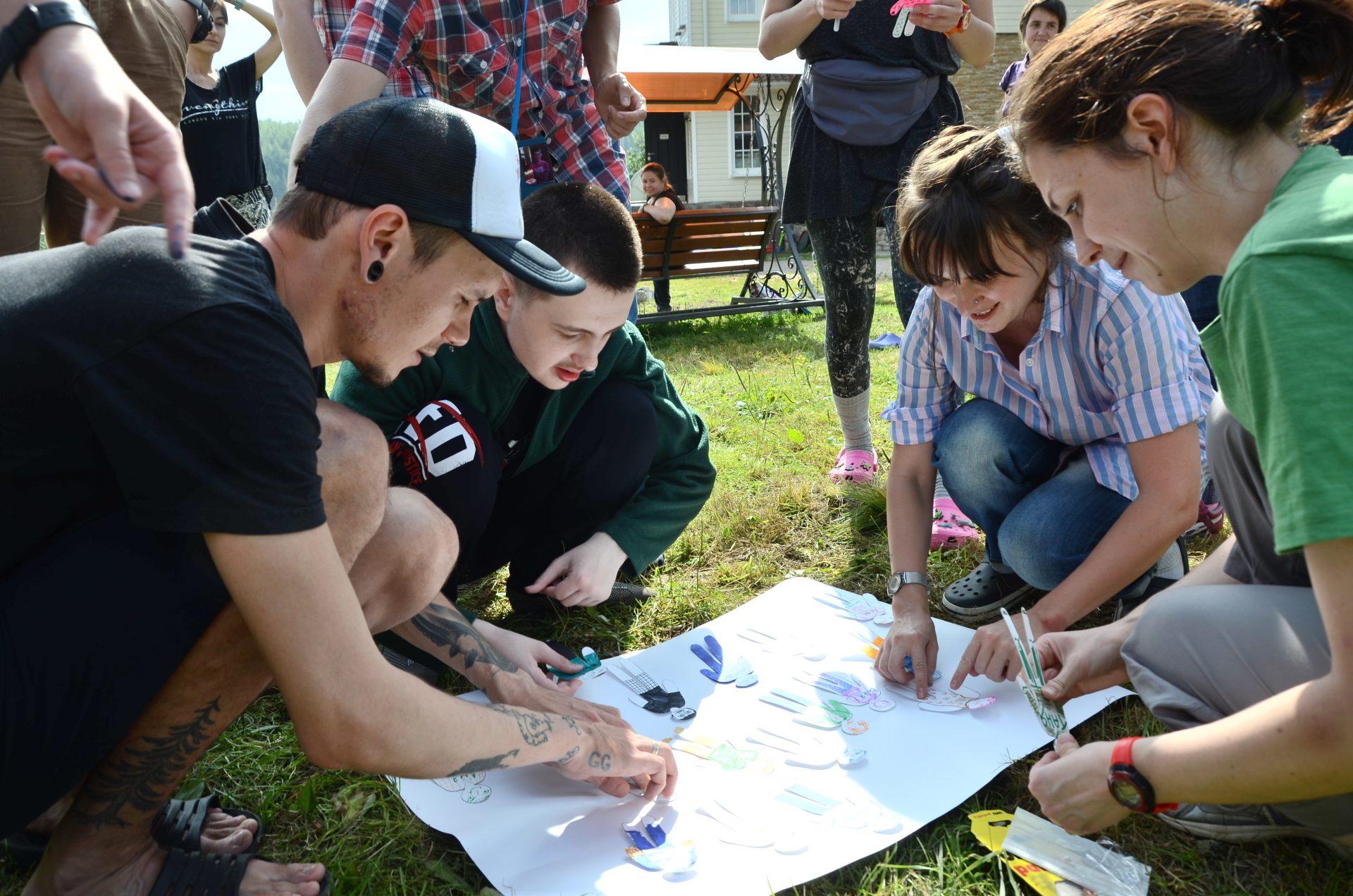 Бумажные человечки — для каждого участника лагеря